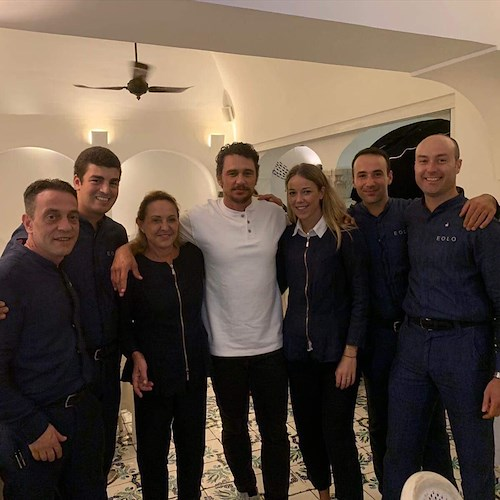"Dolci pause di gusto in Costiera Amalfitana per James Franco, star di ""Spiderman"" e ""127 ore"" [FOTO]"